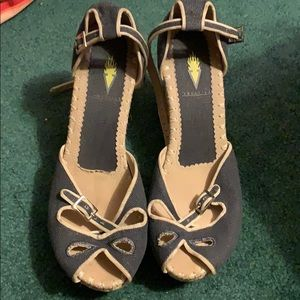 Adorable wedges size 10.
